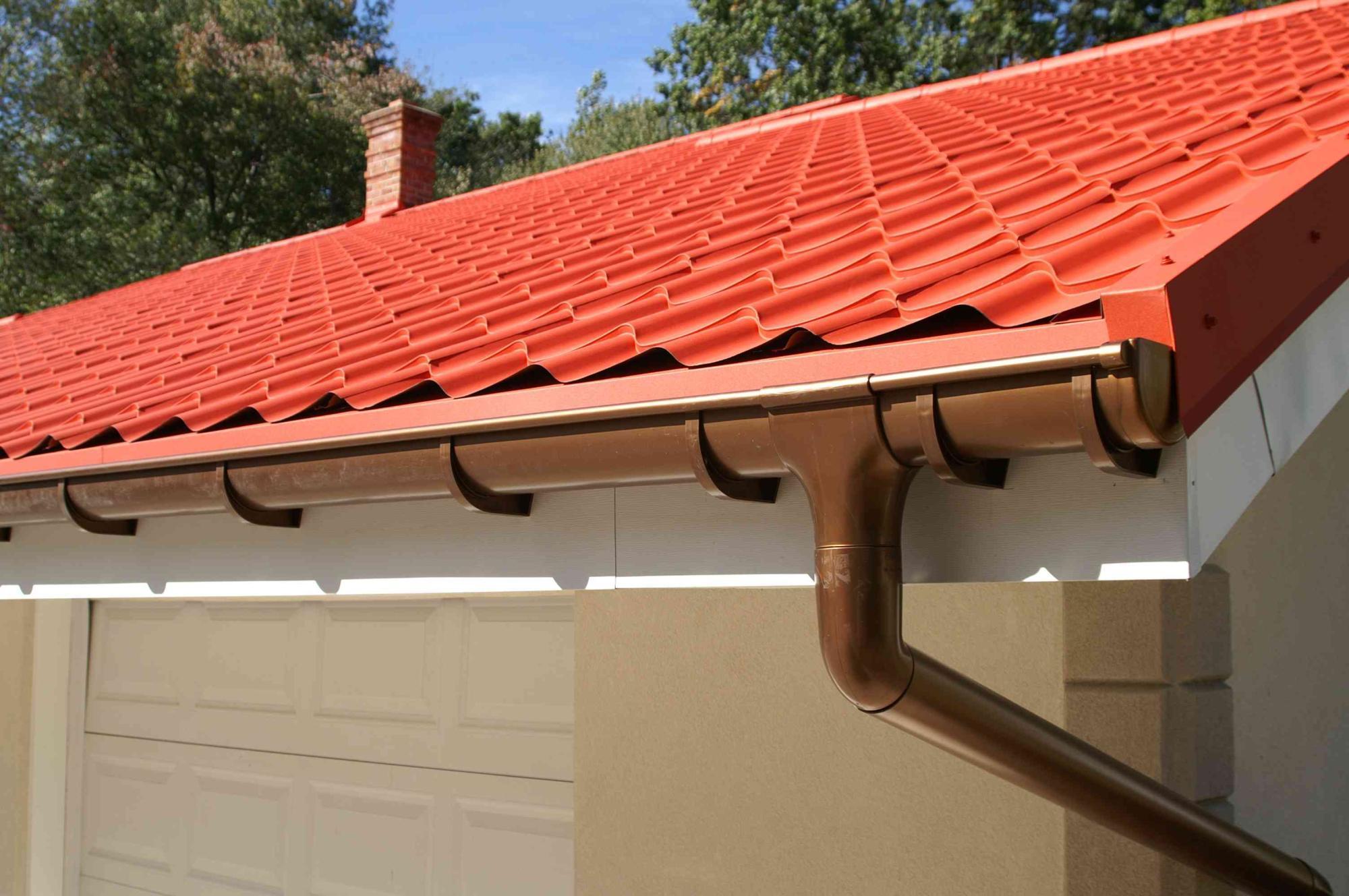 Как сделать водосток с крыши из жести